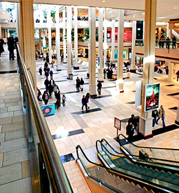Newport News outlet mall locations. List of nearby factory outlet malls and outlet shopping centers close to Newport News. The city Newport News is located in VA. Please choose an outlet mall from the list below to list all outlet stores and information about them.