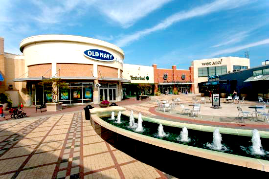 The Atlantic City Outlets offers you more than factory outlet stores and is located very close to the famous Steel Pier and the Boardwalk in Atlantic City NJ. At the factory outlet stores the big designer brands offer apparel, shoes and accessories with a 30% to 70% discount off regular retail prices.